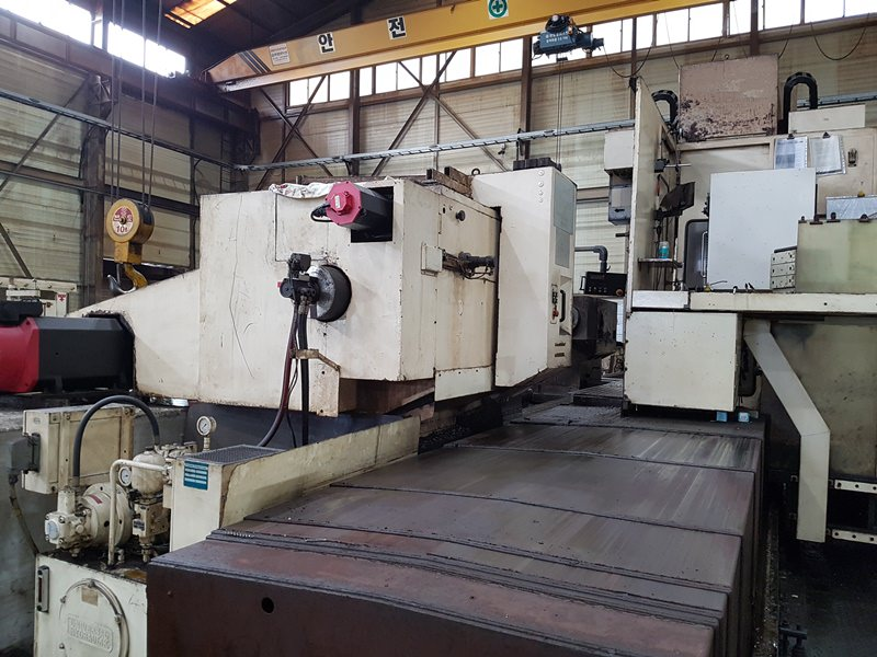 Wohlenberg-PC1S-1600IV-CNC-Lathe-with-Machining-Tower-&-Grinding-Attachment