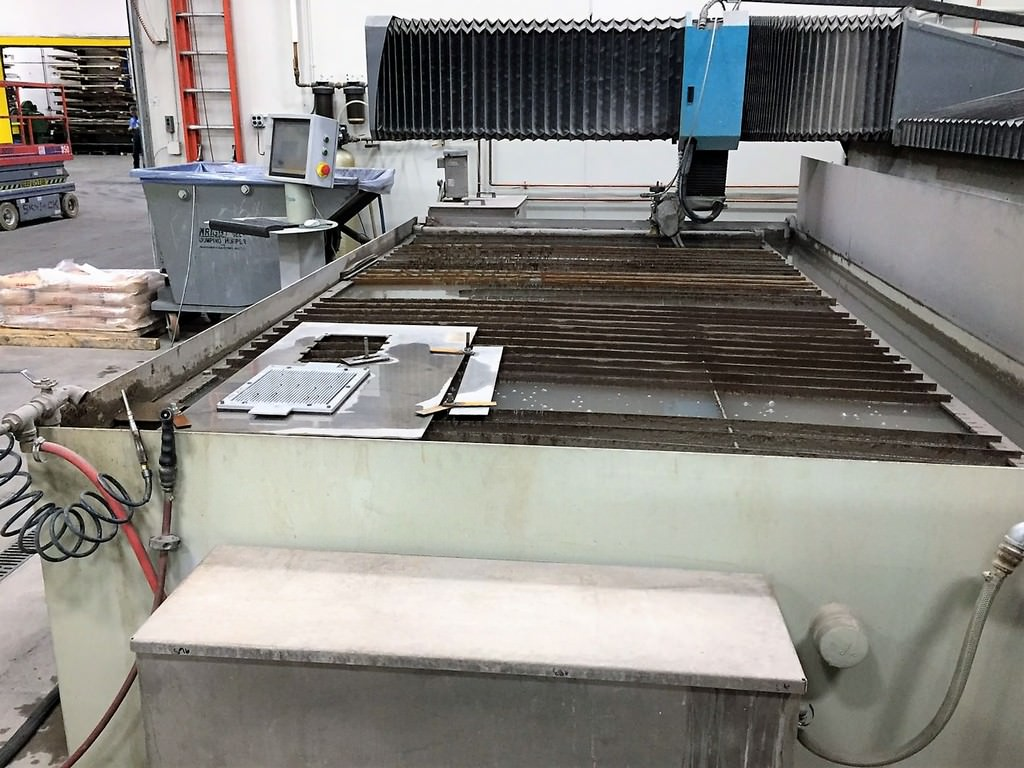 Flow-Mach-3-4020B-72-x-144-CNC-Water-Jet-Cutting-System