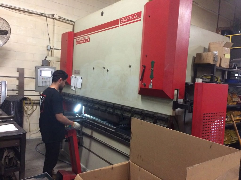 Baykal-APHS-3106-x-120-122-Ton-4-Axis-CNC-Press-Brake